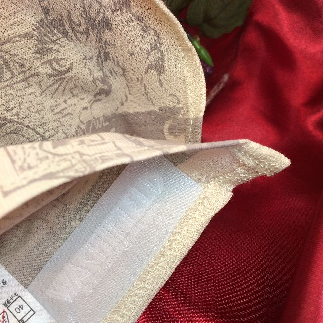 猫のダヤンのスカーフ「エッフェル」柄の裏側のタグの画像