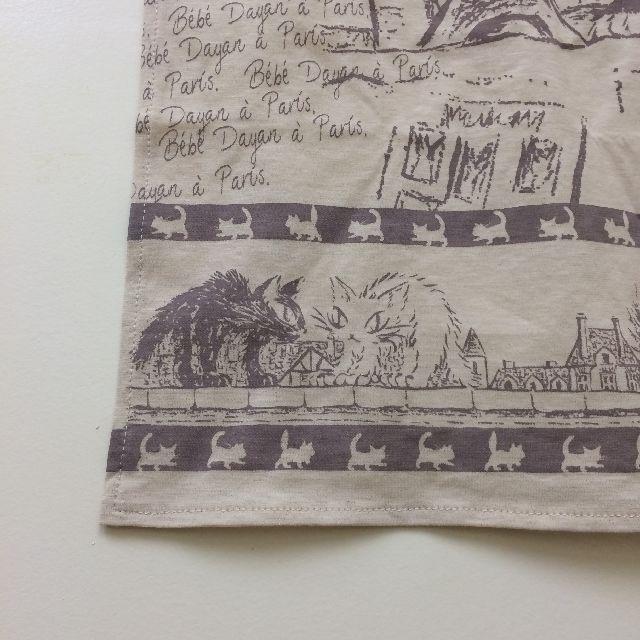 ダヤンのスカーフ「エッフェル」柄の左側のクローズアップ画像