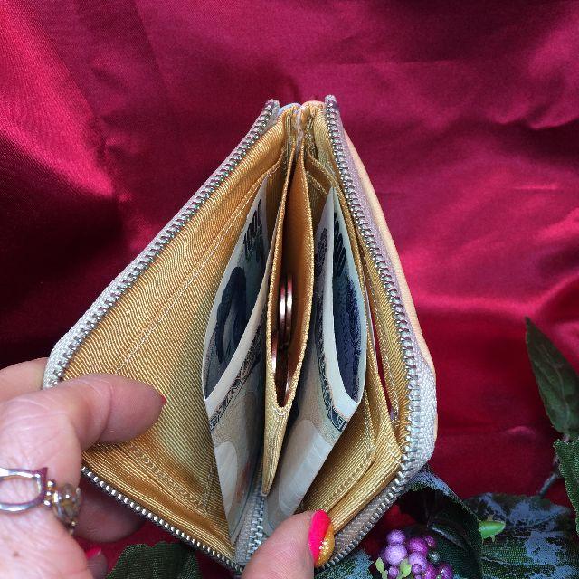 猫のジタンの本革製パスケースの内側のコインケースと札入れの画像