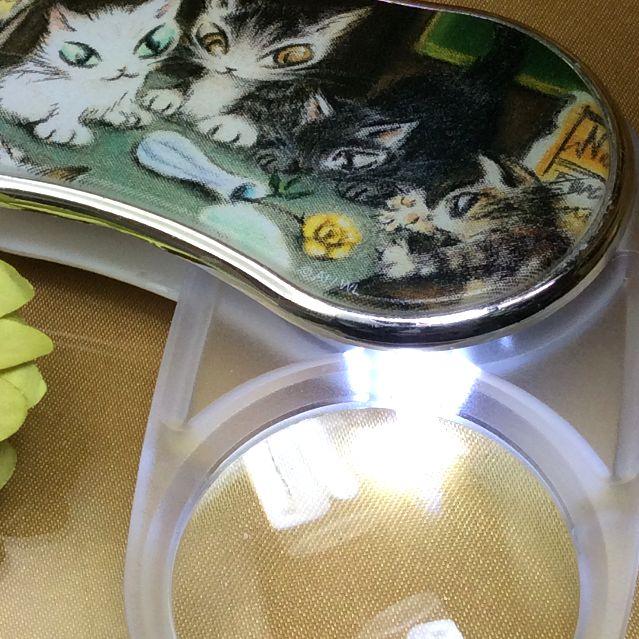 ダヤンのアートなライトルーペパリのカフェを開いてライトを点けた画像