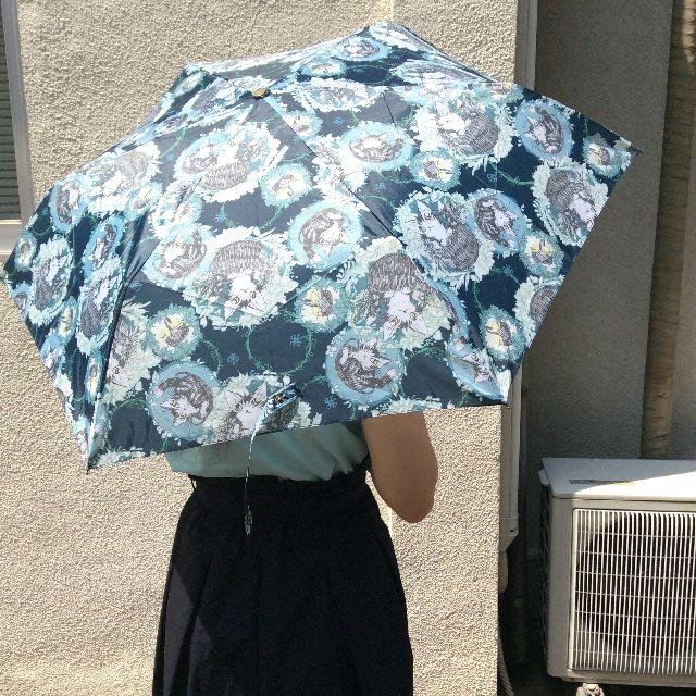 ダヤンの折りたたみ傘バルトBABYをさした画像