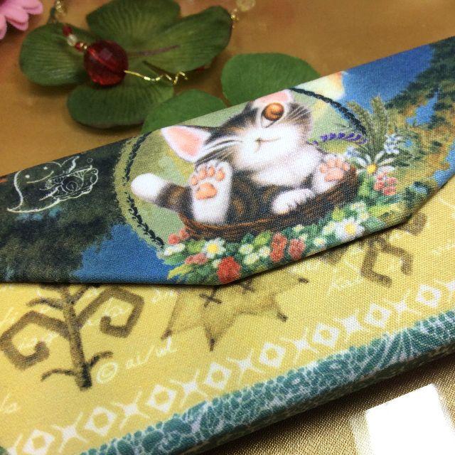 ダヤンの折りたたみメガネケース夏至祭りを折りたたんで、メガネ拭きを添えた画像