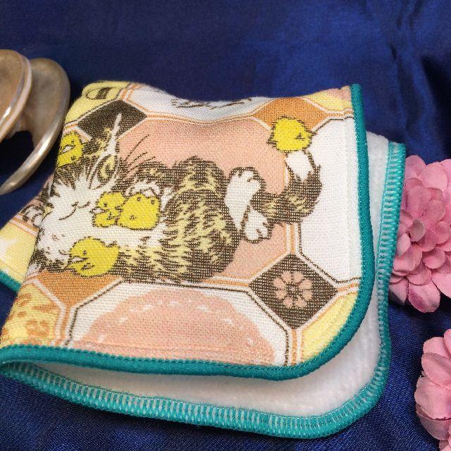 猫のダヤンのプチガーゼタオルハンカチ「だやまるバニラ」を畳んだ画像