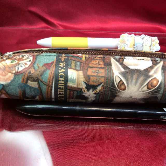 猫のダヤンの革製ペンケース「理想の図書館」の表側の全体画像