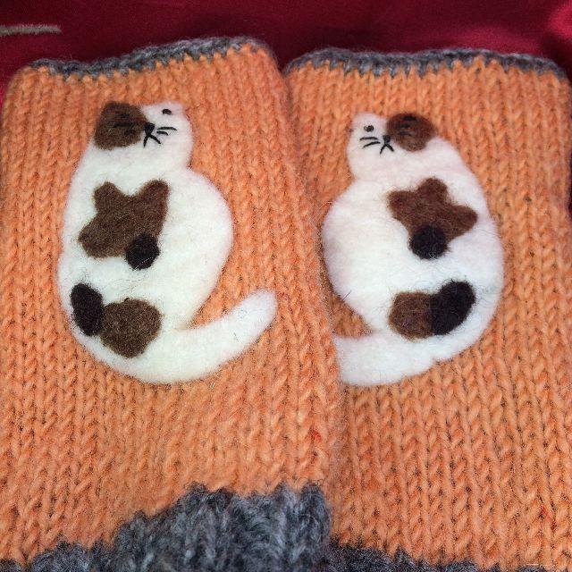 三毛猫指無し手袋の手の甲側の全体画像