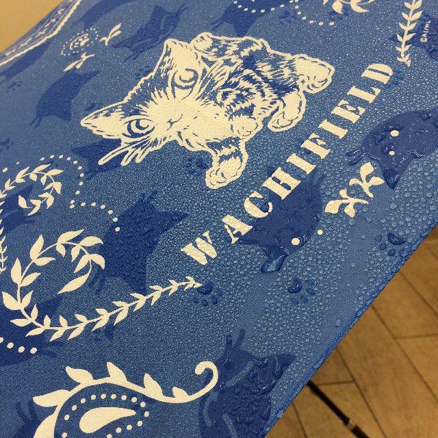 猫のダヤンの長傘「おさんぽ・猫模様」柄を水で濡らした画像