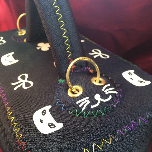 プチニャのバニティバッグの持ち手部分のクローズアップ画像