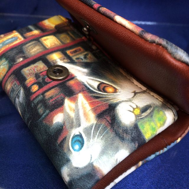 猫のダヤンの本牛革キーケース「グロッサリー」柄のホックの画像