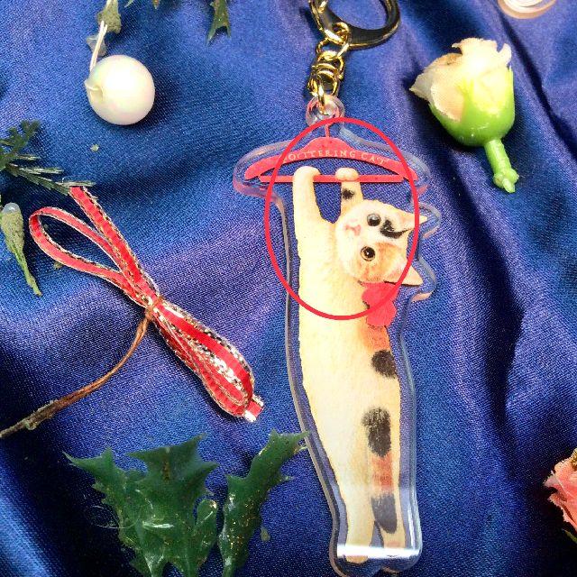ポタリングキャットアクリルキーホルダー三毛猫のハンガー部分のクローズアップ画像