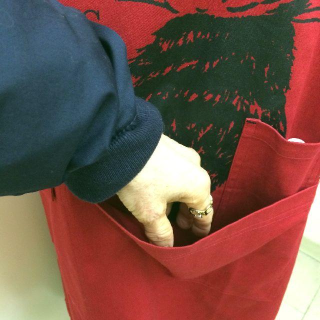 猫のダヤンのWORKエプロン「ふりむき猫」柄の大きいポケットの画像