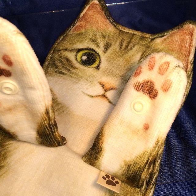 フェリシモのキジトラ猫の長いタオルのボタン部分のクローズアップ画像