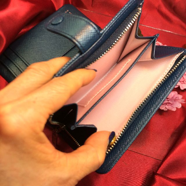 マンハッタナーズ二つ折り財布の小銭入れの内側の画像