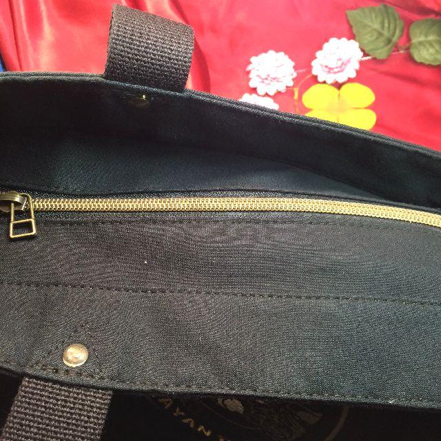ダヤンのロゴ刺繍トートバッグの天ファスナー部分の画像