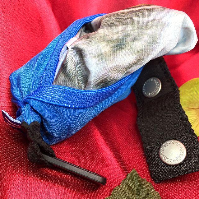 ルートートルーショッパー猫写真柄のエコバッグを付属の袋に入れた画像