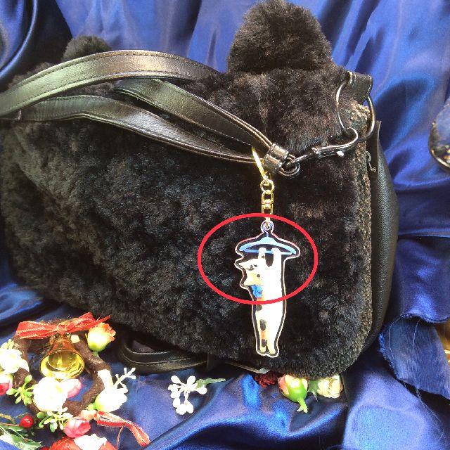 ポタリングキャットアクリルキーホルダーをバッグに付けた画像