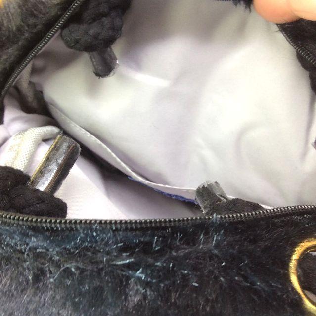 ルートートのファーバッグの内側の画像