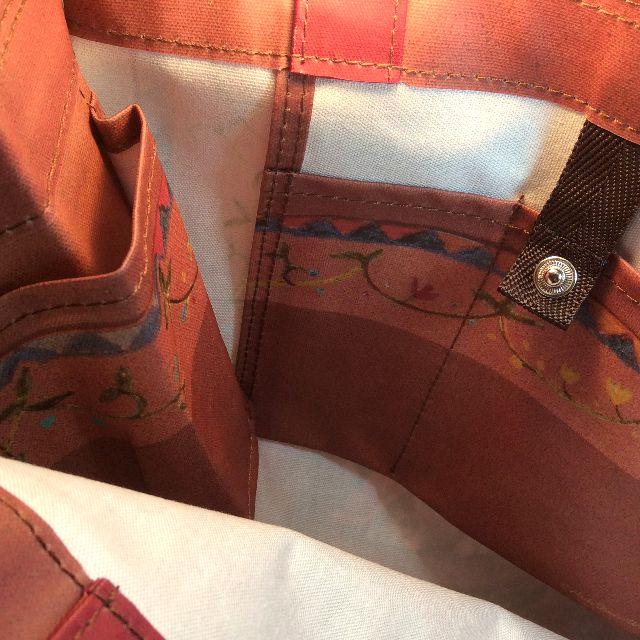 ダヤンの5ポケットラミネートバッグの内側のポケットとスナップボタンの画像