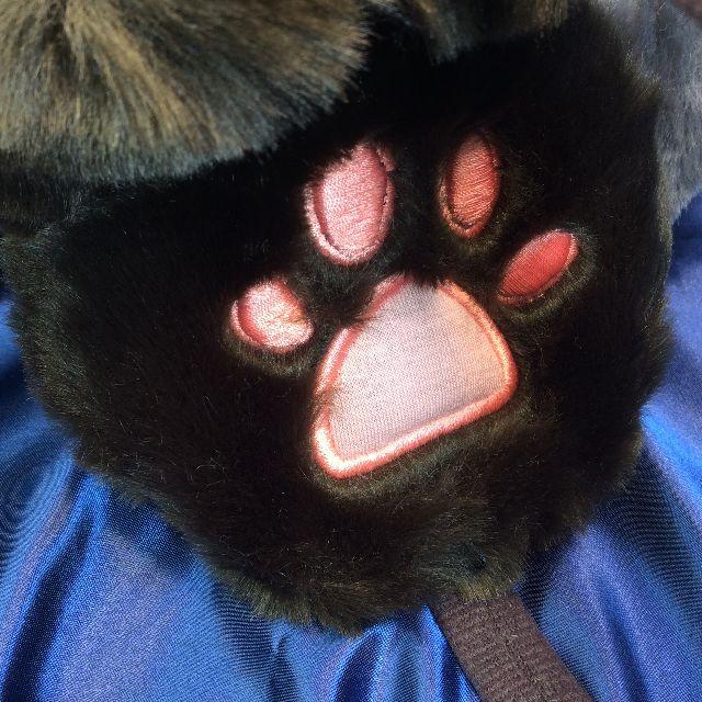フェリシモ猫部のもふもふカチューシャイヤーマフの内側の肉球部分のクローズアップ画像