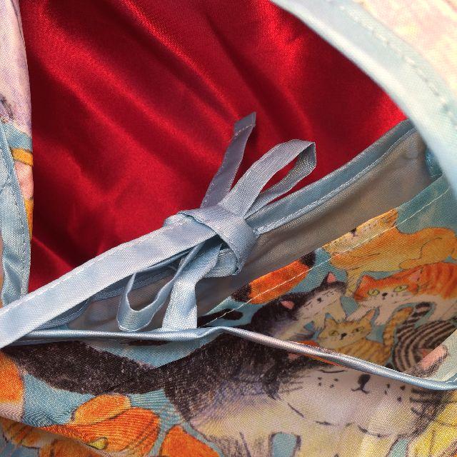 猫エコバッグの内側上部の閉じ紐を結んだ状態の画像