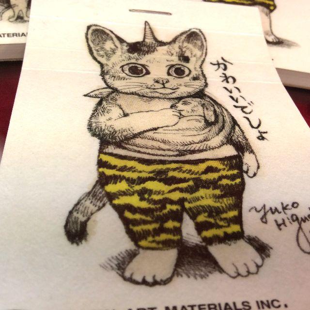 ヒグチユウコさんの犬を抱く猫柄のメモ帳の表紙