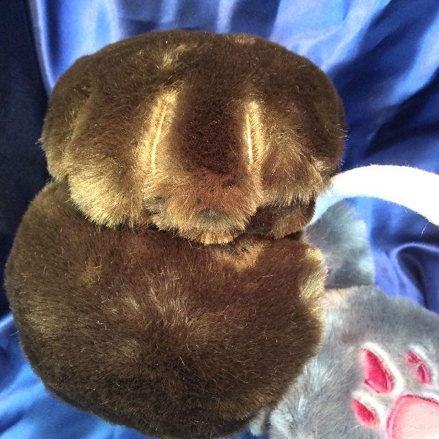 フェリシモ猫部のカチューシャタイプのモフモフイヤーマフの茶色タイプの耳当て部分の外側のクローズアップ画像