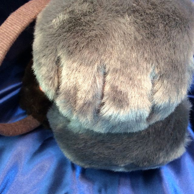 フェリシモ猫部のカチューシャタイプのモフモフイヤーマフのグレー色バージョンの外側の部分のクローズアップ画像