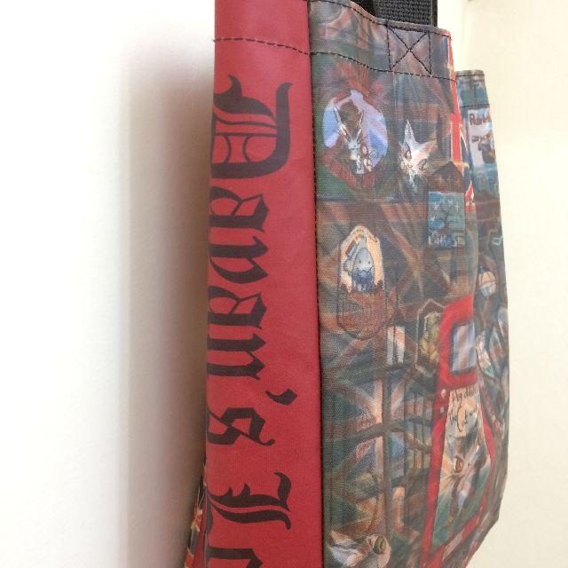 猫のダヤンのレッスンバッグ・ラミネート製「ロンドンⅡ」柄の右脇マチの画像