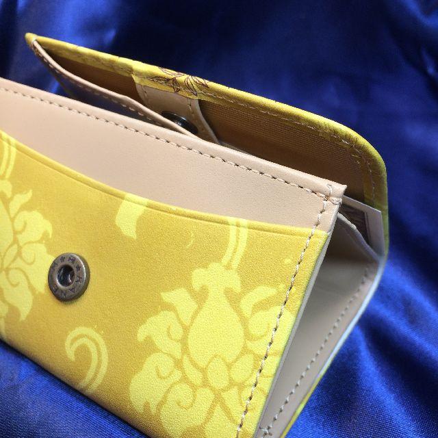 猫のダヤンの極小三つ折り財布「丸猫」柄を横から見た画像