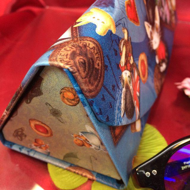 ダヤンの折り畳みメガネケース「ロンドンⅡ」の側面の画像