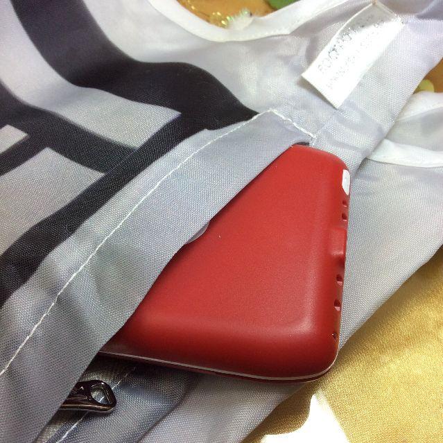ルートートノルーショッパー猫バッグの脇ファスナー部分の画像