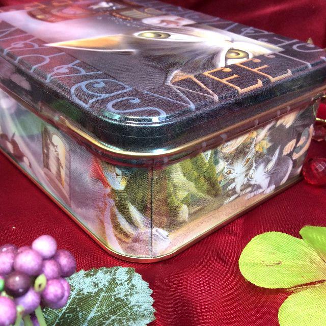 ダヤンのクッキー缶の横の画像