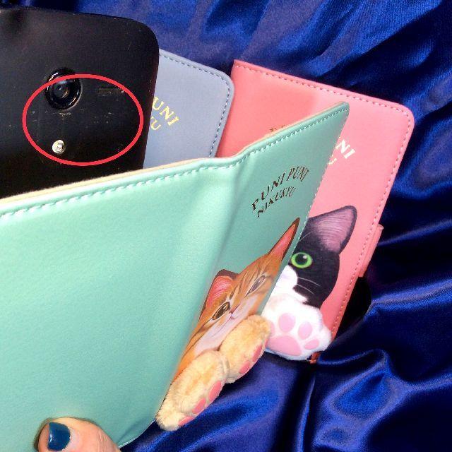 フェリシモ猫部肉球付きスマホケースのスライドシートを上げてカメラで撮影出来る状態にした画像