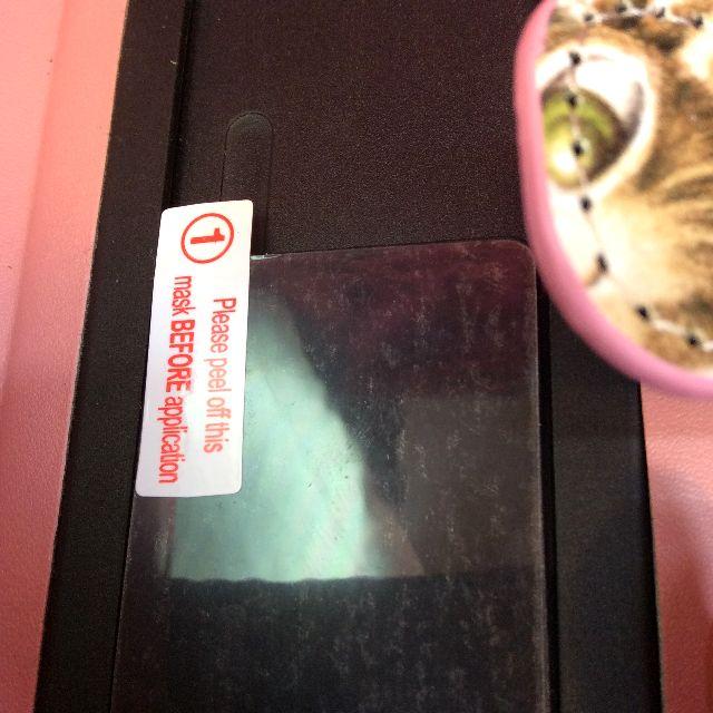 ダヤンのブック型スマホケースの内側の粘着板の部分の画像