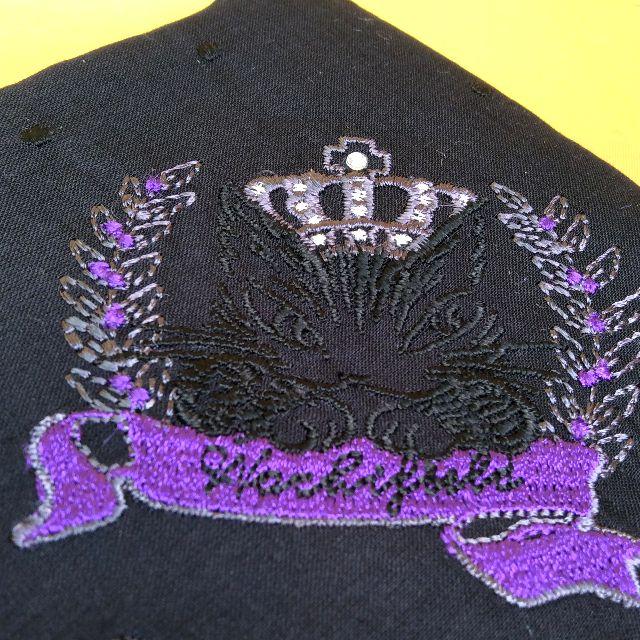 ダヤンの薄手刺繍ハンカチ黒色のラインストーン部分のクローズアップ画像