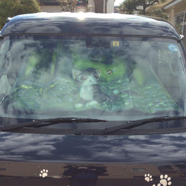 ダヤンのカーサンシェード森のささやきを車のフロントガラスに内側から貼った画像