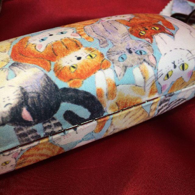 北村ハルコめがねケース「ねこちゃん、ねこちゃん」柄の背面側画像
