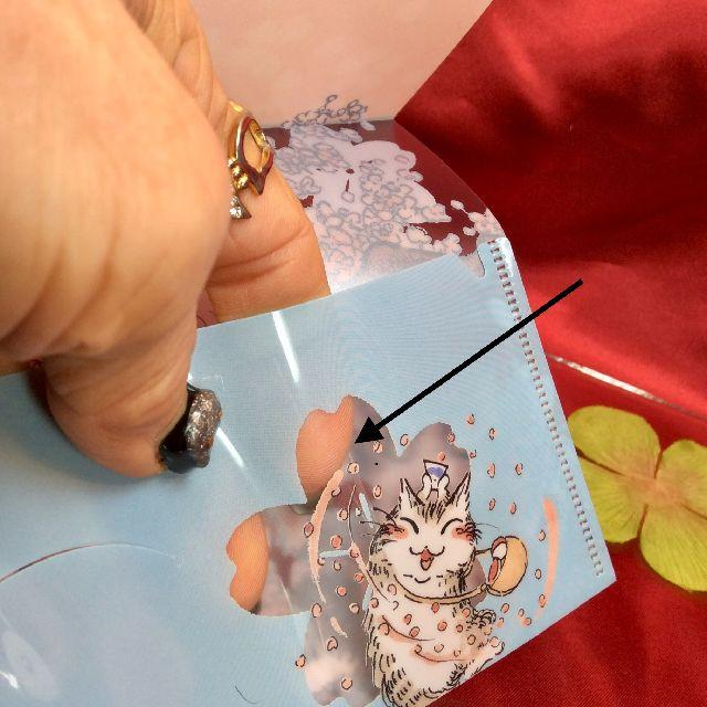 ダヤンのマスクケース「桜」の透かし部分のクローズアップ画像