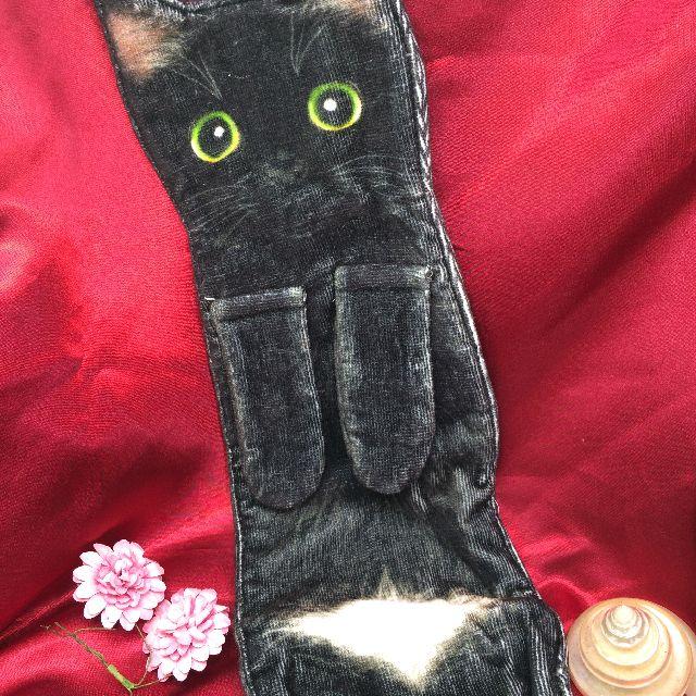 フェリシモ猫部なが~い猫タオル「黒猫白パンツ」のおもて側の画像