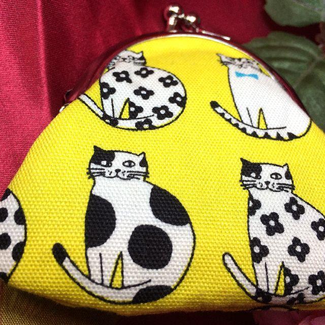 あっとひろまるさんの手作り猫柄小銭入れ黄色の表側の画像