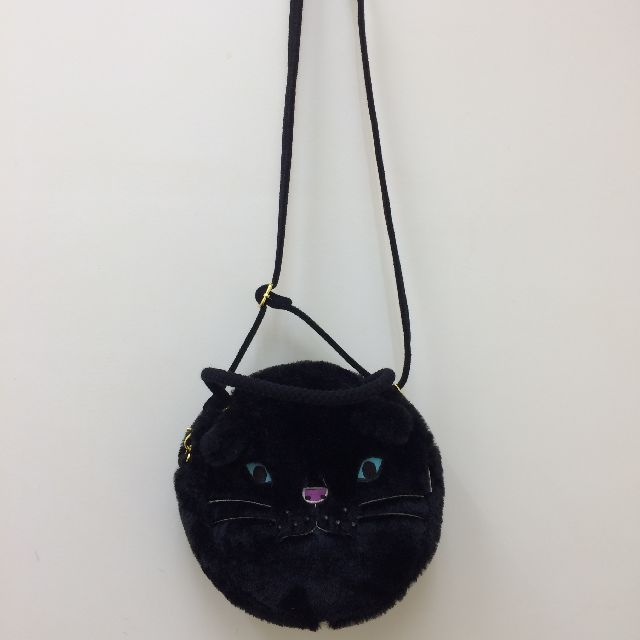 ルートートのフェイクファーの丸いショルダーバッグの全体画像
